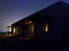 05-fachada-principal-noche